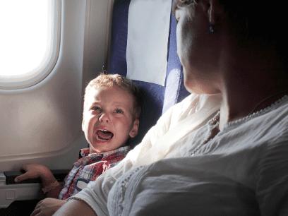 SISTE: Egoistisk mor tok med bortskjemt drittunge som gråt i 6 timer på flyet!