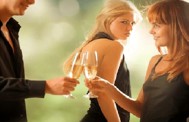 10 situasjoner alle sykelige sjalu jenter kjenner seg igjen i!