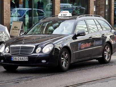 Nå får alle skoleelever gratis taxi til og fra skole! Foreldre raser!