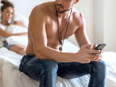8 avslørende og sikre tegn på at kjæresten din er utro