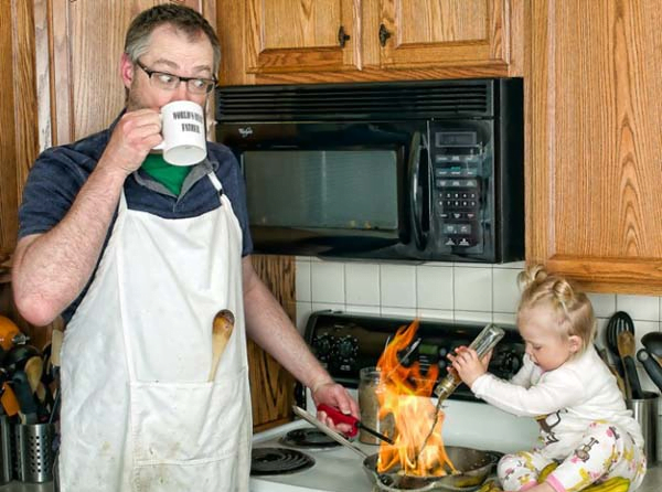 Pappa alene hjemme med unger – Level KAOS!