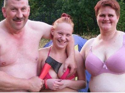 Verdens mest MOTBYDELIGE og EKLE familiebilder. Dette er ille