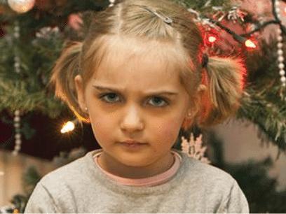 Celine (8 år) advarer foreldre mot å kjøpe brukte og billige gaver til barna!