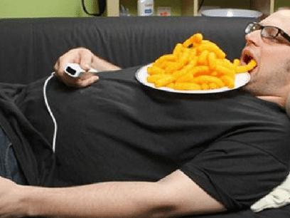 AKKURAT NÅ: Mann (34 år) skulle spise bare litt ostepop. Spiste hele posen!