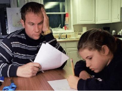 Far innrømmer å være drittlei av å hjelpe 8-åringen sin med lekser han ikke skjønner noenting av