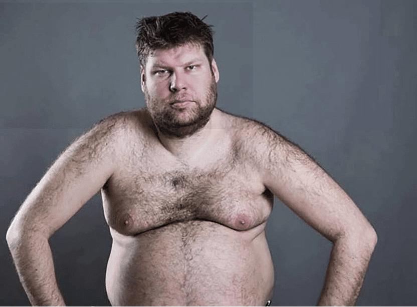 Middelaldrene mann insisterer på å fortsatt kalle hengepuppene sine for brystmuskler