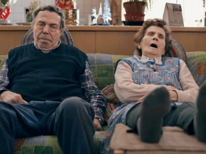Pensjonistene Rolf og Mette er totalt utslitt etter å ha brukt en hel dag på absolutt ingenting
