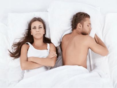 Kvinne våknet rasende på mannen sin etter å ha drømt at han var utro