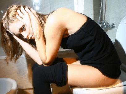 AKKURAT NÅ: Vigdis (34 år) starter nok en gang dagen med å sette seg på mannens urin