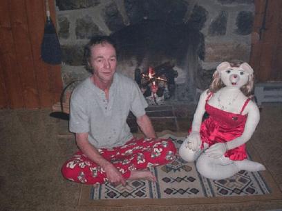 Jim-Ronny ble lei av og ikke ha kjæreste. Nå har han laget sin egen kjæreste.
