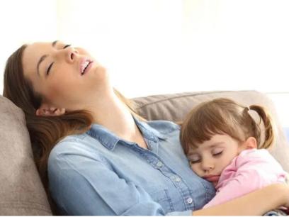 SISTE NYTT: Sår hals, hodepine og slapphet kan være symptomer på at du har barn